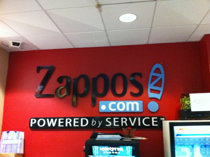 zappos - офис, powered by service
